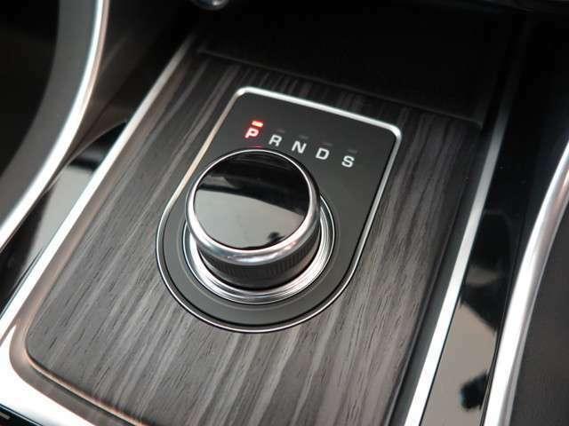 ドライブセレクター・ロータリーシフター「イグニッションONにするとセレクターが浮かび上がってきます。」
