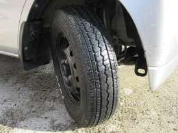 タイヤは安心の国内メーカートーヨータイヤ製。しっかり商用車タイヤを装着しております。