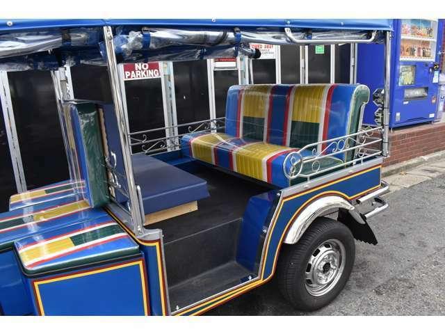 対面追加シートで乗車定員も確保。