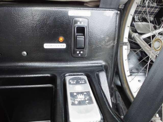 2列目車いす用ウィンチリモコン&固定スイッチ。