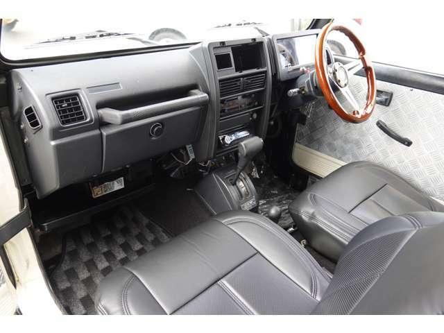 室内とても綺麗な車です☆新品レザー調シートカバー付きです♪♪