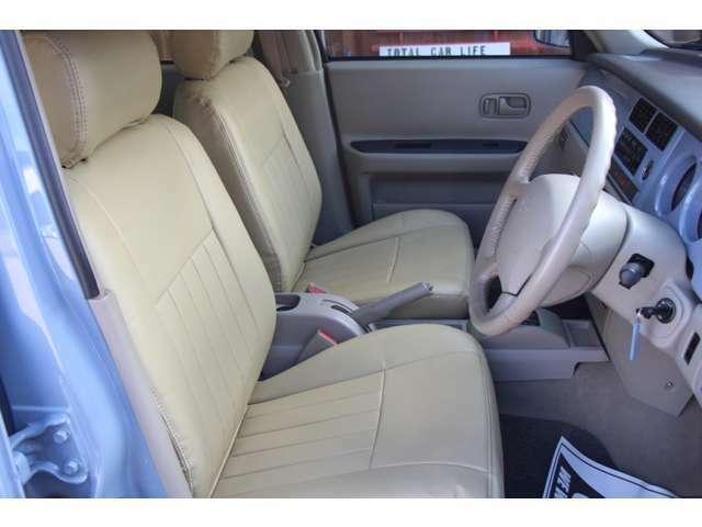 ☆無料オプションのシートです。シンプルなデザインで純正っぽい作りになっております。非常に丈夫で肌触り◎です。フィッティングももちろんバッチリです!車内の雰囲気が明るくなる嬉しいアイテムです!☆
