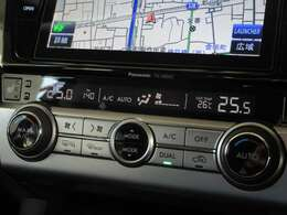 ワンタッチで快適な温度に調整してくれます、左右独立型AUTOエアコンです♪