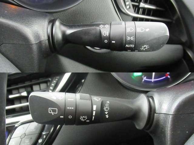 車外の明るさに応じて、自動的にライトの点灯・消灯をしてくれるオートライト付き♪
