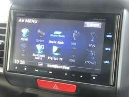ナビゲーションはホンダ純正メモリーナビ VRM-165VFi が装着されております。AM、FM、CD、DVD再生、音楽録音再生、フルセグTV、Bluetoothがご使用いただけます。初めて訪れた場所でも道に迷わず安心ですね!