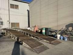 洗車場です(^_^)v普段清掃が困難な足廻りまで、お客様の大切な愛車を洗車致します♪
