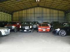 屋内ストックヤード完備のため、売約済み車輌やお客様の大事な車輌のお預かりもご安心ください。ご来店お待ちしております。