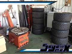 タイヤチェンジャーもございます、販売後も消耗品交換やアフターはお任せください!