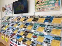 【カタログコーナー】お客様の幅広いニーズにお応えするために各メーカーのカタログを取り揃えています