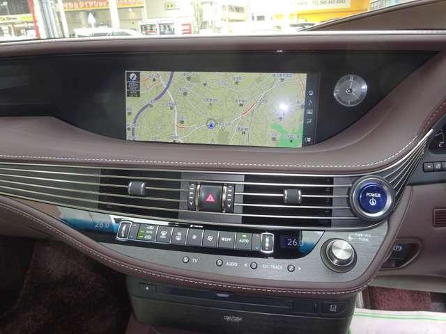 ナビが付いております。初めての道路も安心です! ドライブが、より快適でより楽しいものになります!! フルセグTV CD/DVD ミュージックサーバ USB/Bluetooth 音楽プレーヤー等を接続してもお楽しみ頂けます。