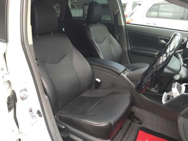 希少黒革シート!運転席シートヒーターもございます!県外登録納車大歓迎です!まずはお問い合わせください!