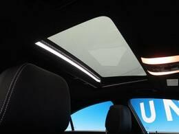 ●サンルーフ『標準装備された高級車の代名詞!開放的なドライブをお楽しみください♪』