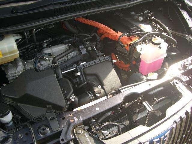 直列4気筒DOHC+モーター・JC08モード燃費23.8km/リットル(カタログ参照)
