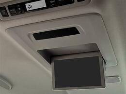 リアフリップダウンモニター付きです。後席でも地デジやDVDをお楽しみいただけます!