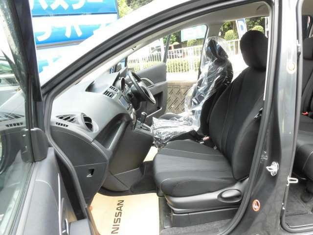 とても美しいフロントシートです^^ロングドライブも楽ですよ^^アイストップバッテリーは新品に交換して納車致します^^