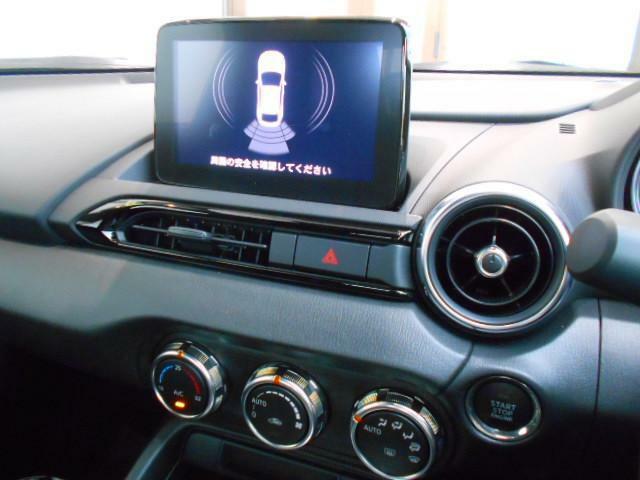 マツダコネクトの7インチディスプレイです。コマンダーコントロールでの操作に加えて、タッチパネル操作も可能です。アンドロイドオート・カープレイ接続にも対応しております。CD/DVDプレーヤー&テレビ付♪