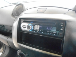 ラジオ&CDプレイヤー装備!AUXも対応しています!しかも1DINサイズなので下段は小物入れとしても使用可能です!シンプル操作で扱いやすいオーディオです!