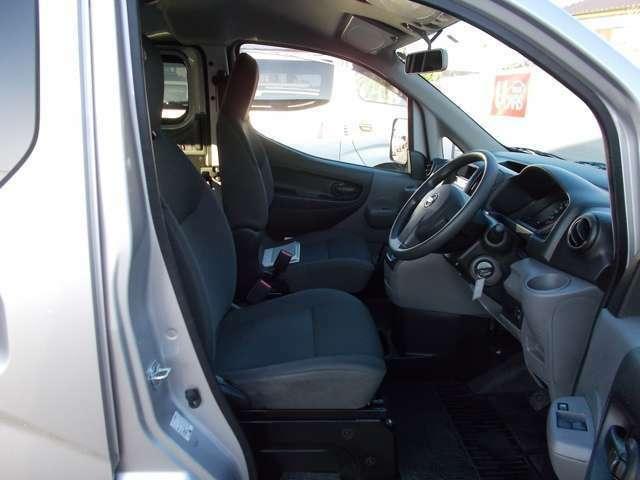 【フロントシート】最適なドライビングポジションで操作性を向上!長時間運転の疲れを軽減します。