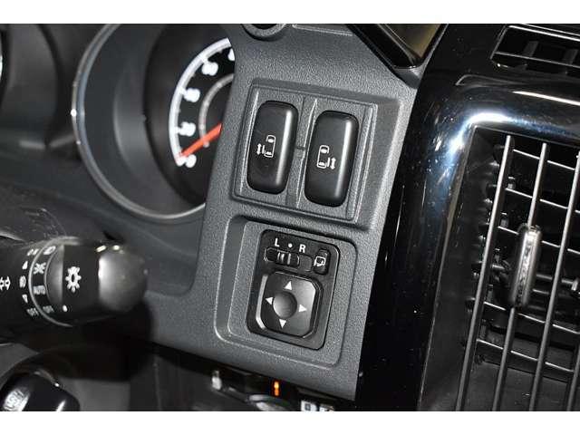 とっても便利な両側電動スライドドア☆★狭い場所でも大きく開放して乗り降りラクラク♪運転席のスイッチやリモコンキーでカンタン開閉操作★☆