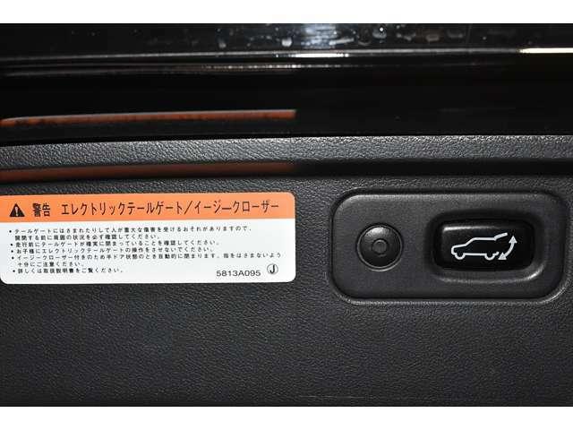 セーフティー機能付きエレクトリックテールゲートは運転席からのスイッチ操作やリモコンで自動開閉が可能です☆障害物に当たると自動的に反転する安全機能も付いてます♪