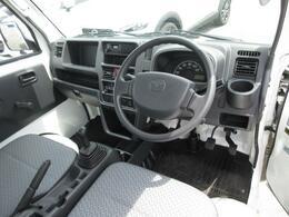 シンプルな車内ですが、小物入れが充実しています。