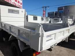 九州最大級のトラック専門店!!ダンプ・平ボディ・クレーン車・高所作業車・冷凍車・バンなど、幅広い車種を取り扱っております。まずはお電話にてお問い合わせください。