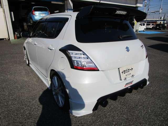 スイフトスポーツの左リヤビュー UV&プライバシーガラスで、車内の紫外線&プライバシーをシャットアウト