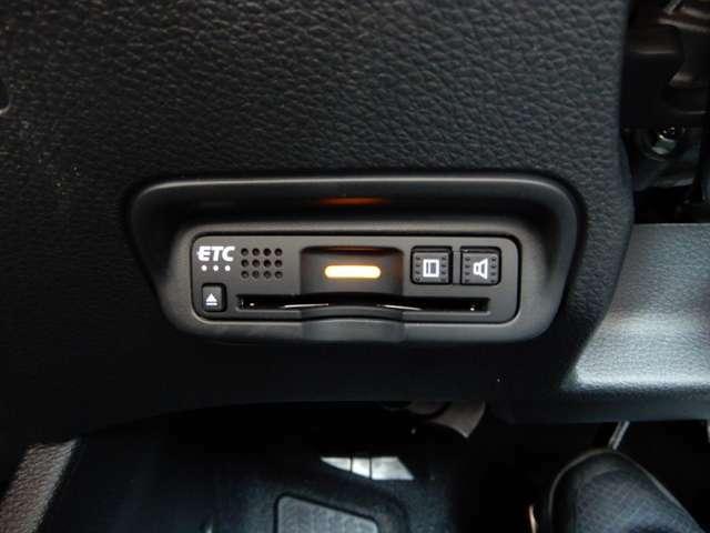 運転席左下にETCがついています。