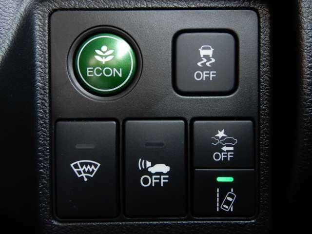 運転席右側に衝突軽減ブレーキ【CMBS】のスイッチや路外逸脱抑制システムのスイッチ等がついています。