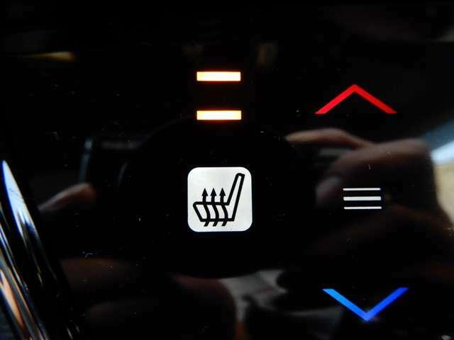 エアコンスイッチと一緒にシートヒーターのスイッチがついています。