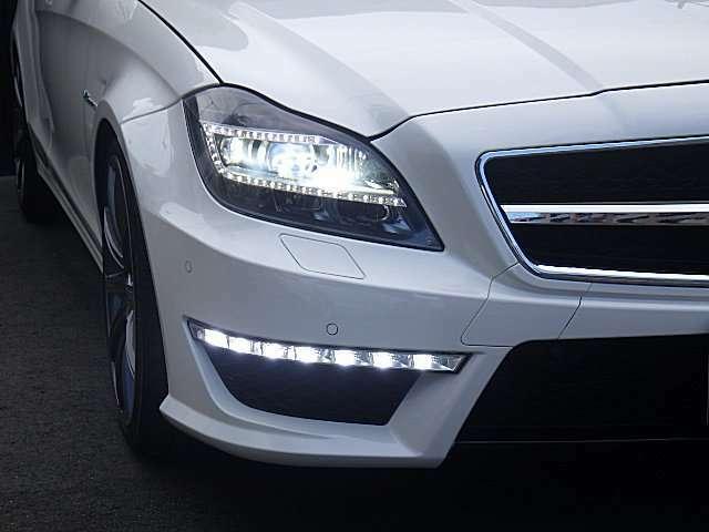 夜間走行も安心なLEDヘッドランプ&LEDフォグランプで明るく視界が良くなります。