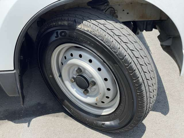 タイヤは4本とも2018年製ヨコハマタイヤになります。