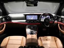 【曲線が美しいデザインのインテリア】ブラックアッシュウッドと、ブラウンの本革シートで、シックなラグジュアリー空間に。エクスクルーシブパッケージ(315,000円)AMG Line(576,000円)を装備。