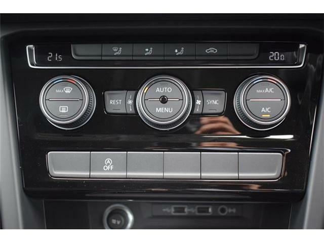 3ゾーンフルオートエアコンディショナー。運転席と助手席と後席の3つのゾーンで温度などを独立して設定できます。アイドリングストップ搭載。USBデバイス接続端子、オーディオ外部入力端子搭載。