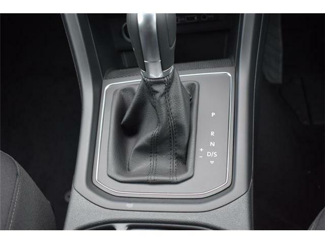 マニュアルモード付7速DSGトランスミッションAT車。