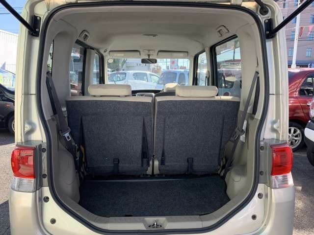 室内はとってもは広々! 目線も高く、運転のしやすい、今人気のハイトワゴン(車高が高い車両)です。 中でもタントは人気中の大人気で、車高が175cmでスーパーハイトワゴンと呼ばれ、荷台も広く使えます!