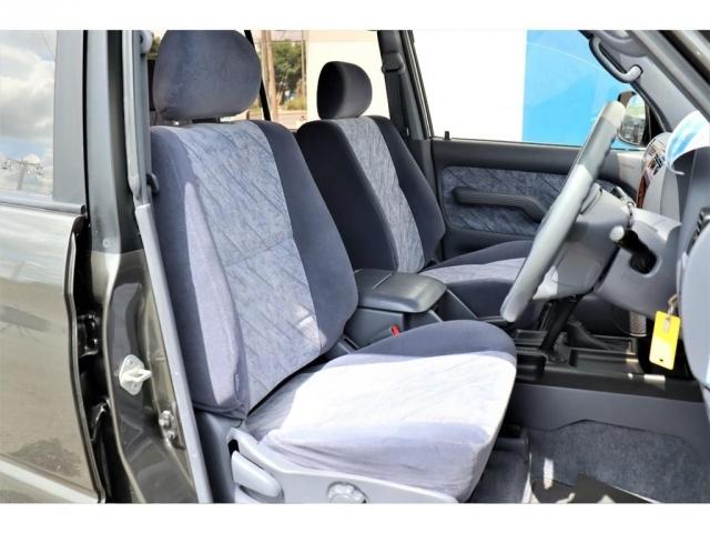 運転席&助手席シート角のヘタリもほとんど御座いません。