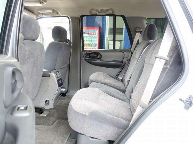 セカンドシートは用途に応じ、左右独立して折り畳み可能となります。お買い物やレジャー、両行などにも適した一台となります。お気軽に047-441-4000までお問合せ下さいませ。