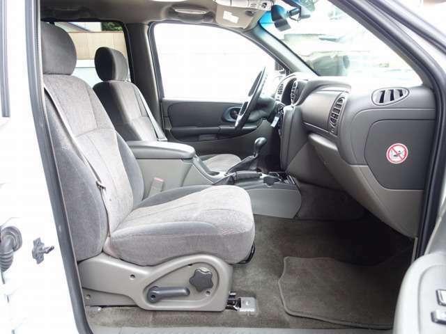 Bプラン画像:運転席シートは電動にて調整可能なパワーシート装備。切れや擦れなども御座いません。ご納車前に専用シートカバーのお取り付けも可能となります。お気軽にスタッフまでお申し付け下さいませ。