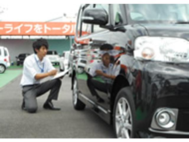 Aプラン画像:展示車が店頭に並ぶまで☆はじめに「査定のプロ」である査定士が車両本体及び装備品の状態を検査します。