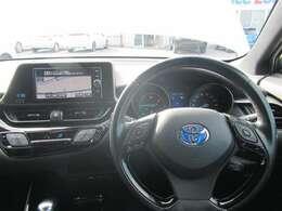 スマートキー オートエアコン クルーズコントロール サイド&カーテンエアバック装備 革巻ステアリング採用 車両取扱説明書あり