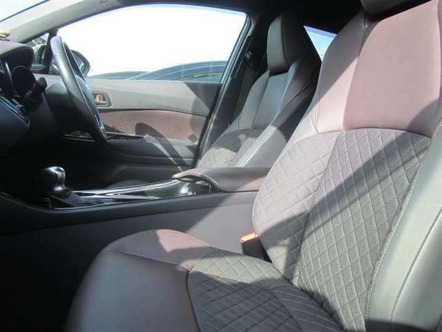 内装色グレー&ブラウン スマートキー 部分革シート採用 運転席上下調節機構あり