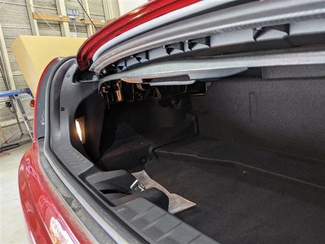 2名乗車時でも日常の買い物程度の荷物は余裕で収納することができます!