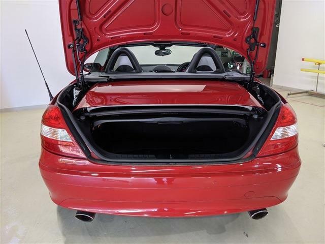 ハッチバック車はトランクが狭いという印象ですが、このお車は広い印象があります!