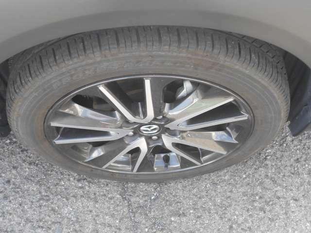 タイヤとホイールタイプの写真です。