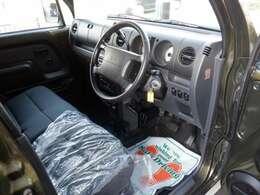 コラムAT、ベンチシートでとても運転しやすいです