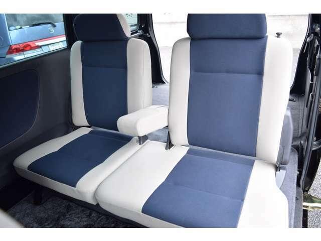 ◆後席アームレストも付いていて、ゆったりご乗車出来ます◆