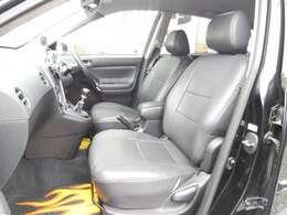 レザー調のシートカバーは純正シートのようにフィッティングが良いです。もちろん目立つダメージはありません。