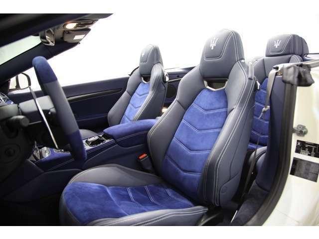 運転席メモリー機能付きパワーシート。もちろん運転席&助手席シートヒーターも備えています。