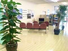 2階のスペースではスマホの展示・販売も行っております★ちょっとした待ち時間にいかがですか★